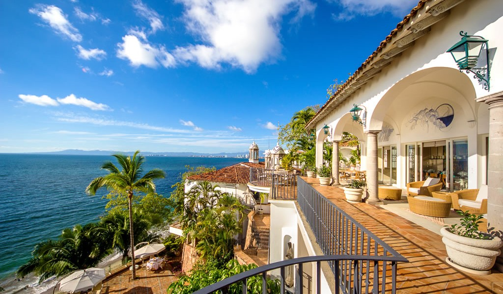 11 bedroom beachfront luxury home for sale puerto for Luxury beachfront property for sale