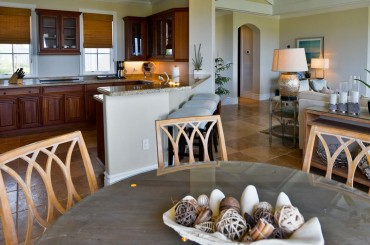 Luxury condos for sale, Great Exuma, Bahamas - dining room & kitchen