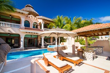 Luxury house for sale, Puerto Aventuras, Riviera Maya, Mexico - pool & house