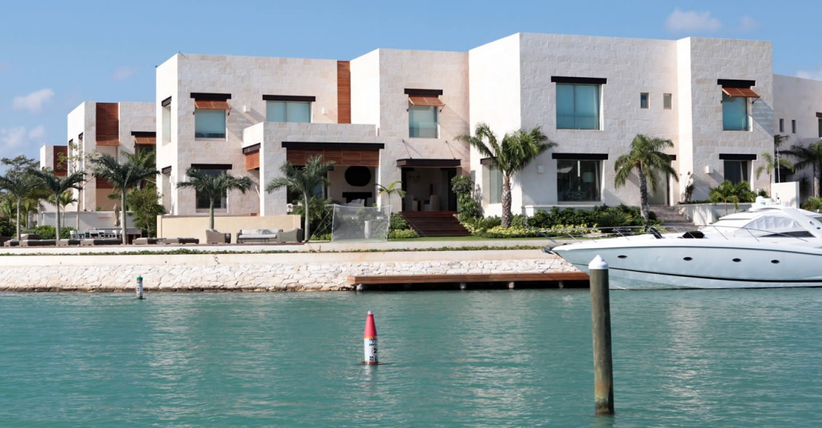 Spectacular 5 bedroom waterfront home for sale punta for Luxury beachfront property for sale
