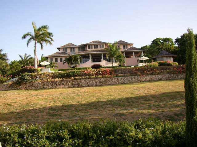 Bedroom property for sale in rose hall near montego bay