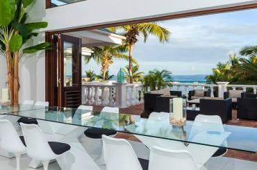 Ultra-luxury beachfront home for sale, Little Harbour, Anguilla - dining room
