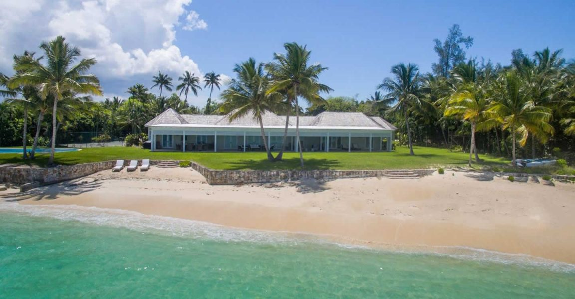 5 bedroom luxury beachfront home for sale lyford cay the for Luxury beachfront property for sale