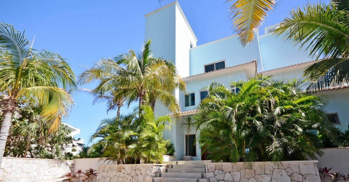 6 bedroom beachfront villa for sale akumal quintana roo for Villas quintana roo