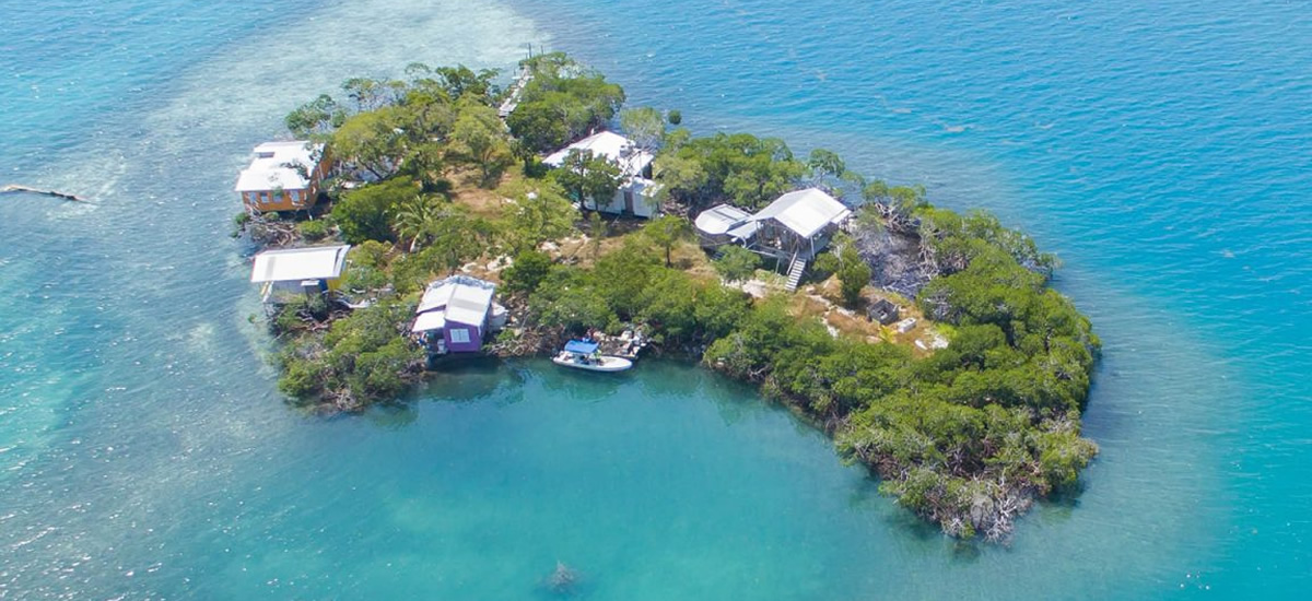 Islands for sale with 4 cabanas in Stann Creek, Belize